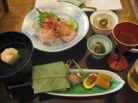 梅酒 胡麻豆腐 前菜(朴葉寿司など) 清汁仕立て 刺身